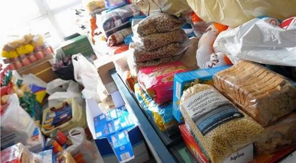 Τρόφιμα σε 100 άπορες οικογένειες από τον Δήμο Ρήγα Φεραίου
