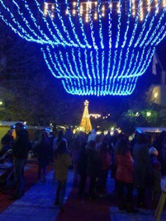 Μήνυμα αισιοδοξίας και ενότητας από τη δημοτική αρχή στην εκδήλωση για το άναμμα του Χριστουγεννιάτικου δέντρου