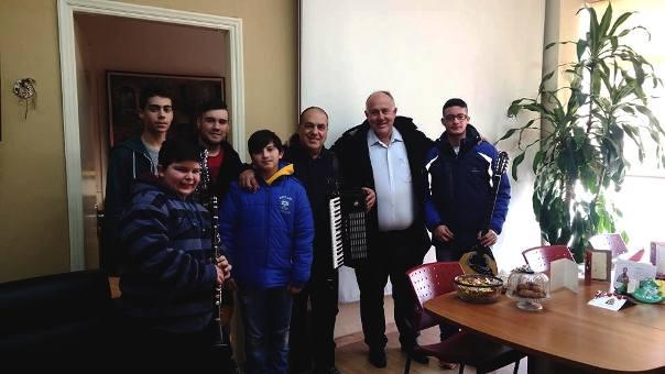 Κάλαντα και ευχές στο Δήμαρχο κ. Νασίκα Δημήτριο από τη Μουσική Σχολή του Δήμου