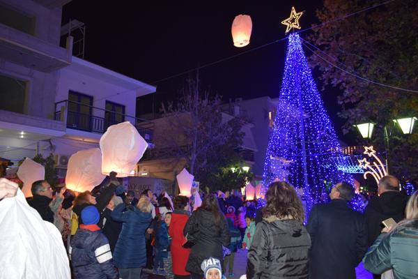 Άναμμα Χριστουγεννιάτικου Δέντρου στο Βελεστίνο με γιορτινές μελωδίες και βεγγαλικά