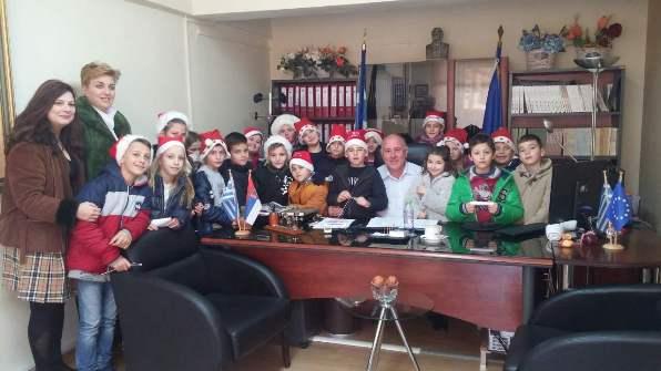 Τα κάλαντα τραγούδησαν στο Δήμαρχο Ρήγα Φεραίου κ. Δημήτριο Νασίκα τα παιδιά