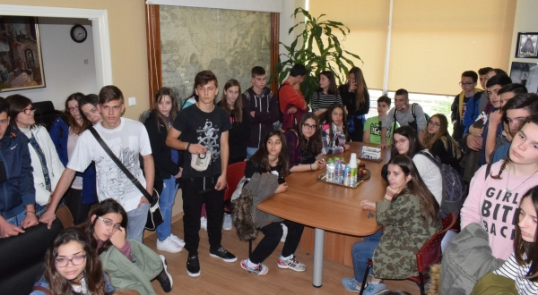 Επίσκεψη μαθητών Γυμνασίου και Λυκείου στο Δήμο Ρήγα Φεραίου για τη «Χάρτα του Ρήγα»