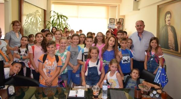 Επίσκεψη μαθητών δημοτικού σχολείου Διμηνίου στο Δήμο Ρήγα Φεραίου για τη Χάρτα του Ρήγα