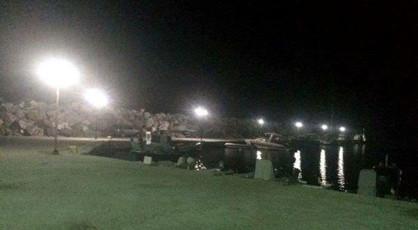 To λιμάνι της Αγριελιάς στο Καμάρι φωτίστηκε