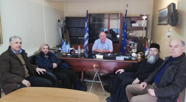 Toν Δήμαρχο Ρήγα Φεραίου κ. Δημήτρη Νασίκα επισκέφθηκαν μέλη του «Εσταυρωμένου»