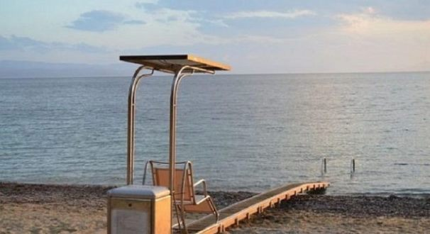 Εξοπλισμός ΑμΕΑ στην παραλία Κεραμιδίου